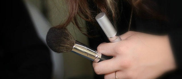How to Clean Makeup Brushes Right